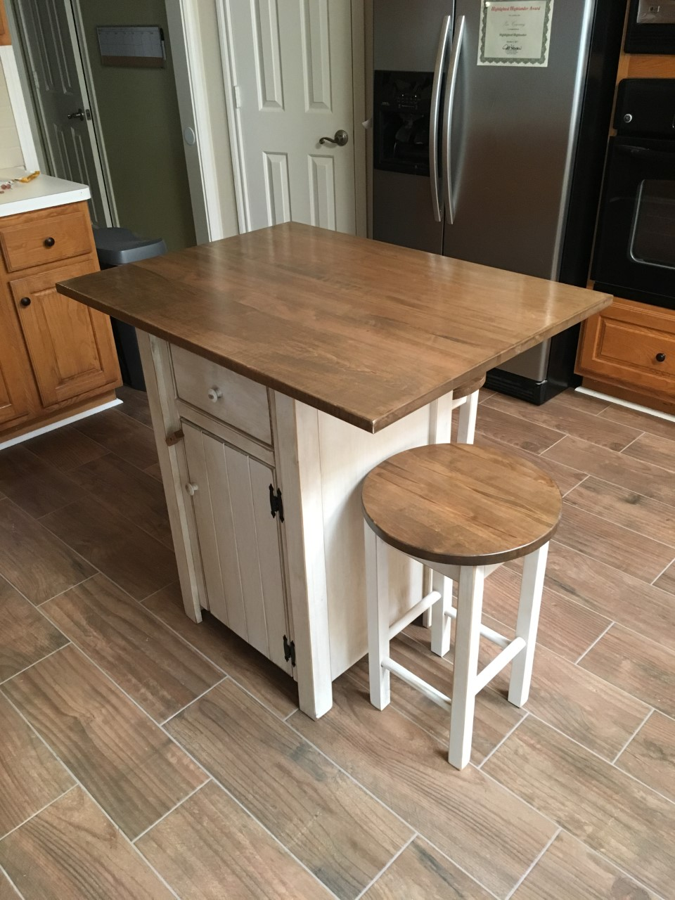 Brilliant Small Primitive Kitchen Island In Counter Height With 2 Stools Interior Design Ideas Pimpapslepicentreinfo