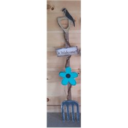 Primitive Spring Flower Pitchfork Stake Garden Decoration - Turquoise