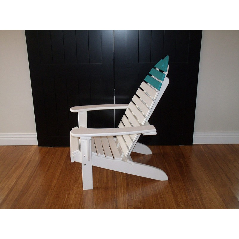 Set Of 2 Poly Fish Chairs With Fish End Table