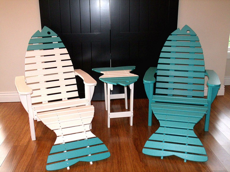 & Set of 2 Poly Fish Chairs with Fish End Table